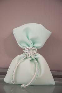 Μπομπονιέρα γάμου πουγκί σε χρωματισμούς της μέντας με δέσιμο κορδόνι Κωδ.903