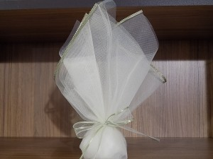 Μπομπονιέρα γάμου τούλινη με λεπτομέρειες σε απαλό πράσινο