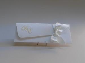CN0672 Προσκλητήριο Γάμου με ιδιαίτερο φάκελο και κορδέλα σατέν