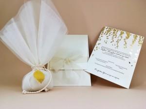 Πολυτελή προσκλητήρια και μπομπονιέρα με βασικό στοιχείο τα φύλλα χρυσού